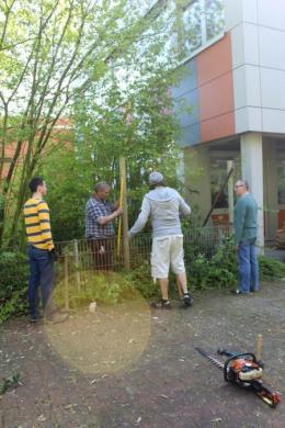 Schulgarten: 1. Spatenstich