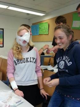 Schulsanitätsdienst: Verbandübungen 2