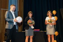 Die Jahrgangsstufenleiter Otto Kloke und Stefanie Grabert mit der Schulleiterin Christine Breimhorst