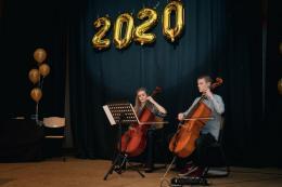 Lena Krümmel und Tim Hayh am Violoncello